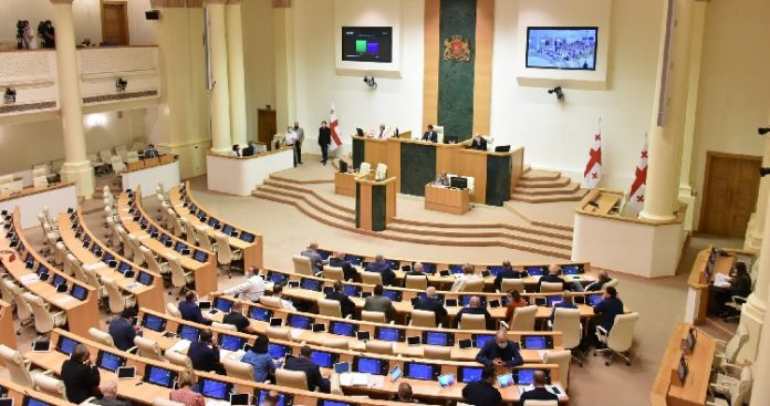 Parliament adopts amendments to Labour Code to protect workers' rights