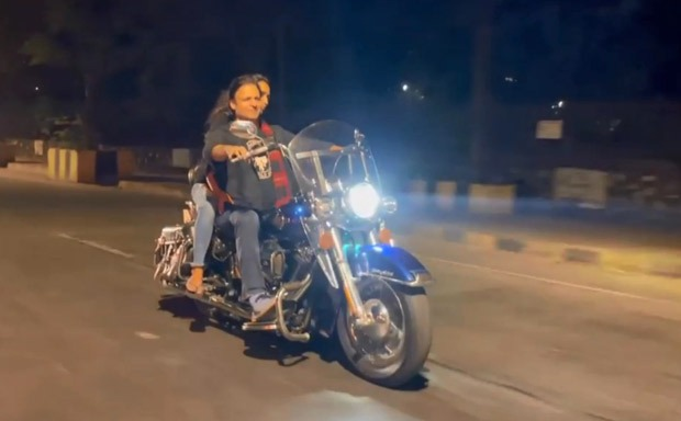 FIR registered against Vivek Oberoi for not wearing helmet & mask and violating COVID-19 rules on Valentine's Day : Bollywood News - Bollywood Hungama