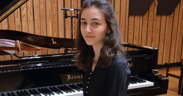 Young artist Tsisana Kikabidze awarded at Franz Liszt Piano Competition