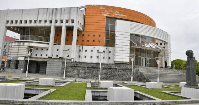 Black Sea coast Poti Theatre rehabilitation plans launched after culture minister visit